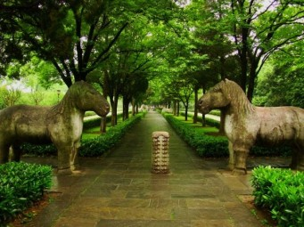 Ming Xiaoling Tomb. The first section of the avenue leading up to the mausoleum takes you along the 'spirit path,' lined with stone statues of lions, camels, elephants, and horses. These stone animals drive away evil spirits and guard the tomb.