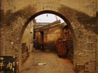 One of a million archaic archways leading to homes and courtyards...