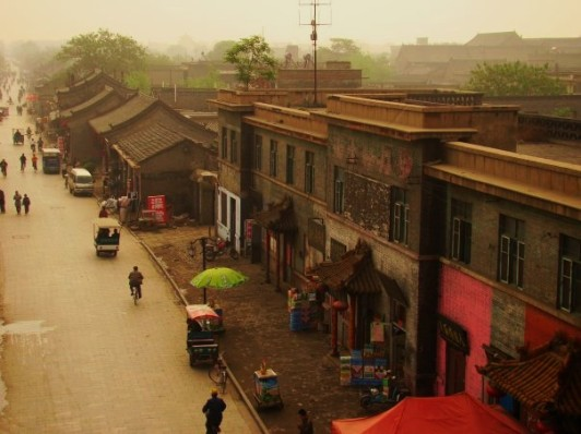 Its residences and shops, and even the government office are all STILL in the style of the Ming (1368-1644) and Qing (1644-1911)