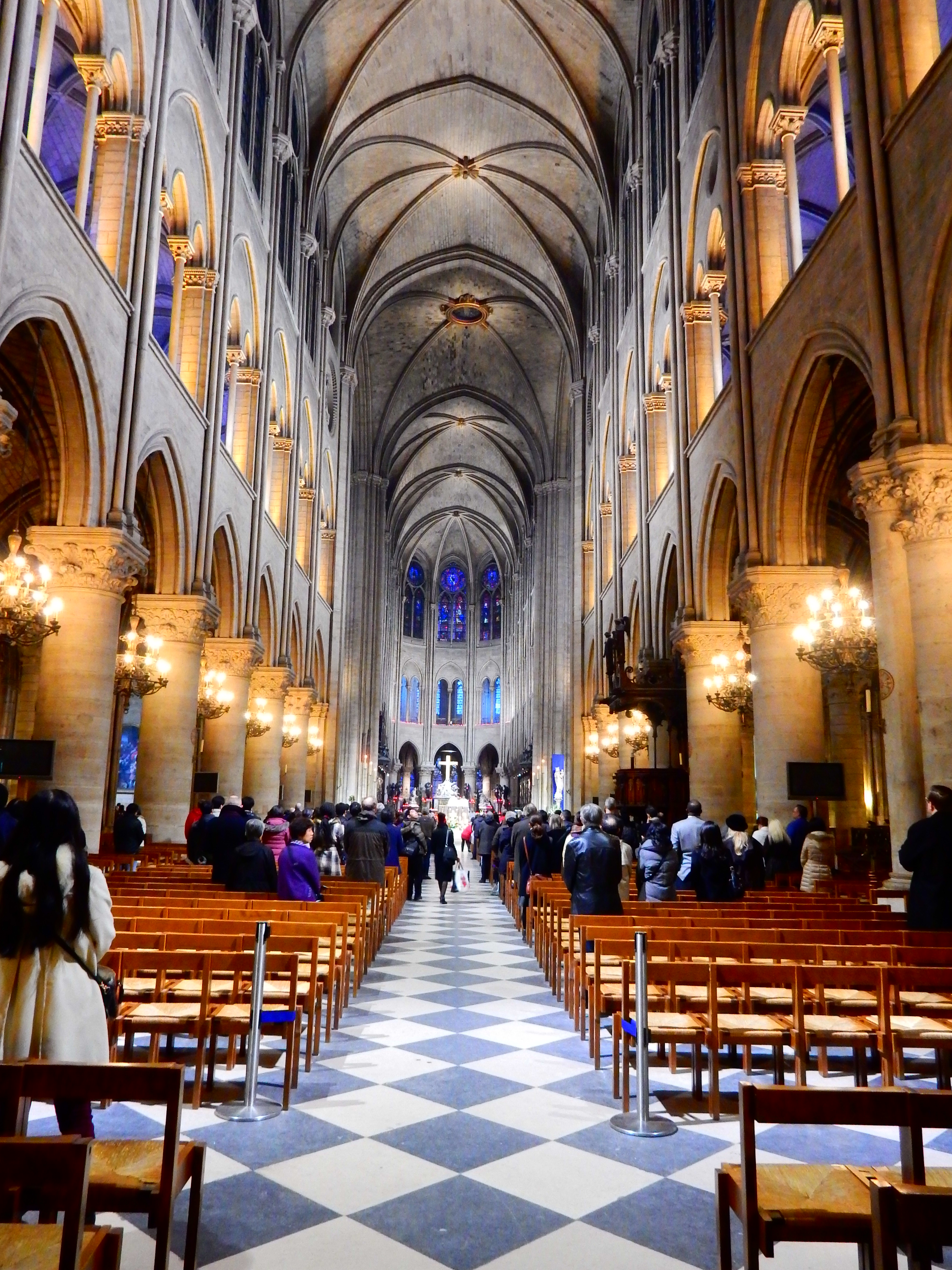 PARIS IMAGES: CHRISTMAS IN NOTRE DAME de PARIS – TOKIDOKI (NOMAD)